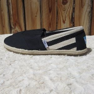 *Brand NEW Toms 6.5 black and white shoes*
